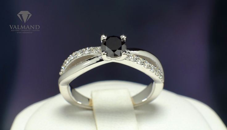 Orice ar fi, raman langa tine!  http://www.valmand.ro/inel-de-logodna-din-aur-cu-diamant-negru-502dndi