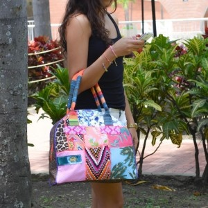Bolso Blonda  Compra tu accesorios en www.dulceencanto.com #accesorios #accessories #aretes #earrings #collares #necklaces #pulseras #bracelets #bolsos #bags #bisuteria #jewelry #medellin #colombia #moda #fashion