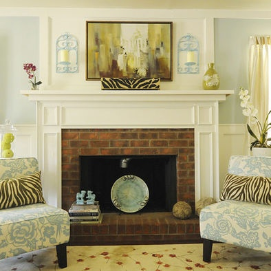 brick with white mantle. also love the platter in the fireplaceWall Colors, Living Rooms, Fireplaces Design, Fireplaces Mantels, Traditional Living Room, Beach Living, Bricks Fireplaces, Fireplaces Surroundings, Painting Colors