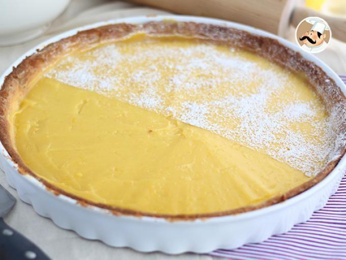 Una base di pasta sablée farcita con una deliziosa crema al limone. Ecco a voi la nostra crostata al limone - Ricetta Dessert : Crostata alla crema di limone - ricetta facile e golosa da Petitchef_IT
