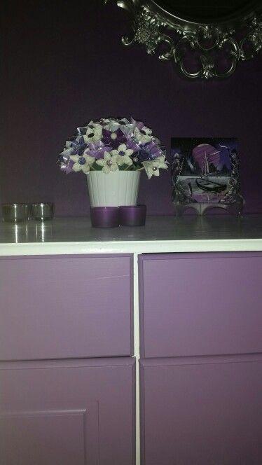 Interiør #hjem #soverom #lilla #sølv #loveit #papirblomster ...
