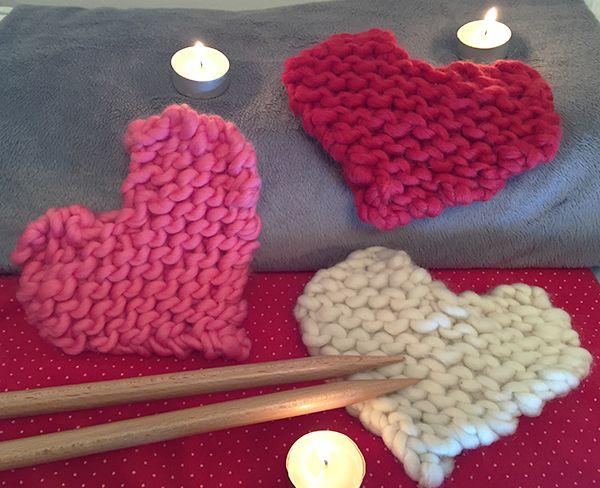 Dans le blog de We Are Knitters, on vous offre un patron gratuit pour tricoter des cœurs pour la Saint Valentin