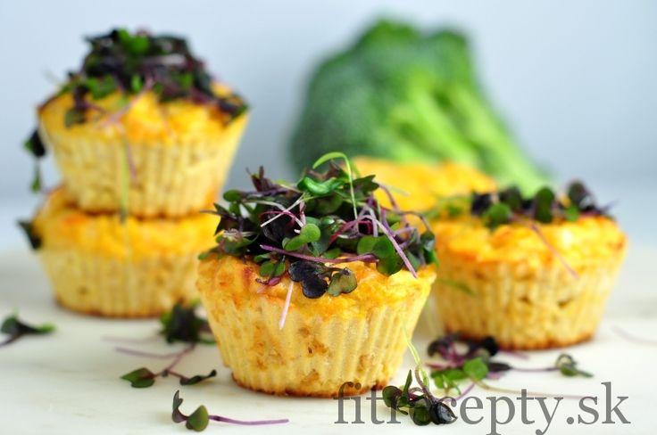 Výborné fitness nízkosacharidové syrové muffiny vhodné na raňajky, desiatu či večeru. Na ich prípravu potrebujete iba 5 bežne dostupných ingrediencií. Ingrediencie (na 8ks): 150g strúhanej mozzarelly 4 vajcia 4 PL kokosovej múky 200ml vody 1 PL cesnakového korenia Postup:Tie najlepšie recepty aj s nutričnými hodnotami nájdete v knihách Fit Recepty a Fit Recepty 2 (dostupná aj […]