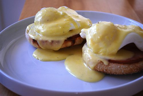 Eggs Benedict (with THE BEST hollandaise sauce ever)