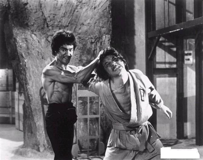 Jackie Chan gets beat up by Bruce Lee in Enter The Dragon 1973 [670x526]