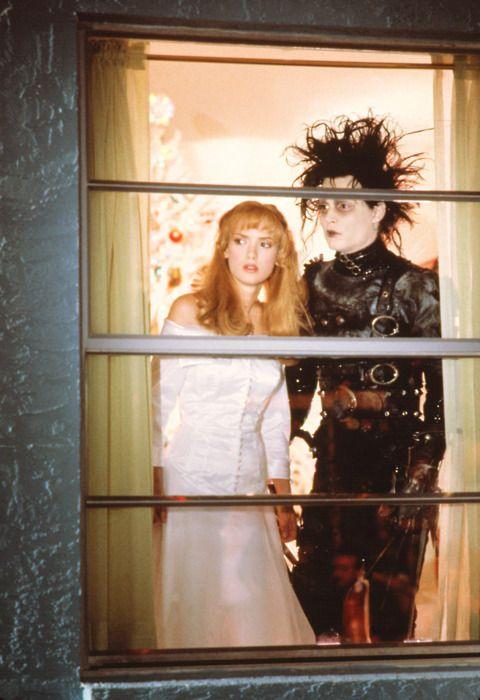 Winona Ryder and Johnny Depp in Edward Scissorhands / Tim Burton