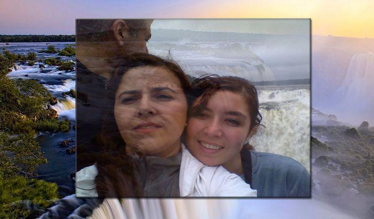Paisajes argentinos: Cataratas del Iguazú de fondo. Selfie en familia capturada con mi tablet editada con Photoshop.
