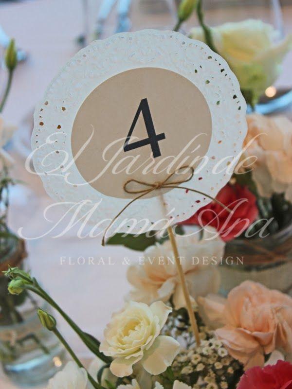 Numeros de mesa con blondas. Table numbers with lace.  Www.eljardindemamaana.com Www.facebook.com/eljardindemamaana.com