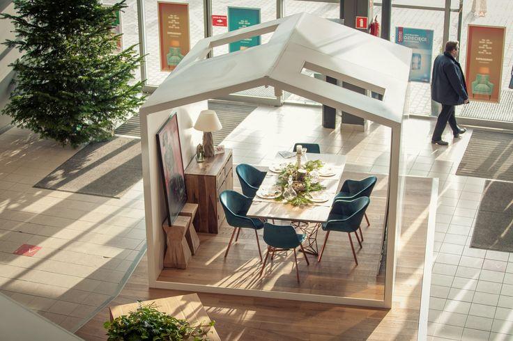 Stół i krzesła od Karakorum, Komoda od Sharda Home