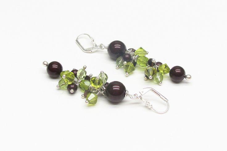 Boucles d'oreilles grappe de perles en cristal chocolat et vertes @murielcrea : Boucles d'oreille par murielcrea