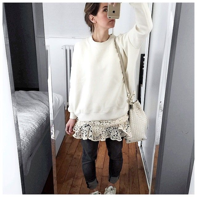 Et début de vendredi avec la tenue du jeudi! Je voulais absolument porter ce sweat sur cette robe Bash ... Mais les températures matinales ont eu raison de moi! La prochaine fois sera la bonne  • Knit #leschatsperches (on @leschatsperches) • Dress #bash (on @bashparis) • Jean #r13 (on @lagrandeboutiquelgb) • Bag #goldenlane (on @goldenlane) ...