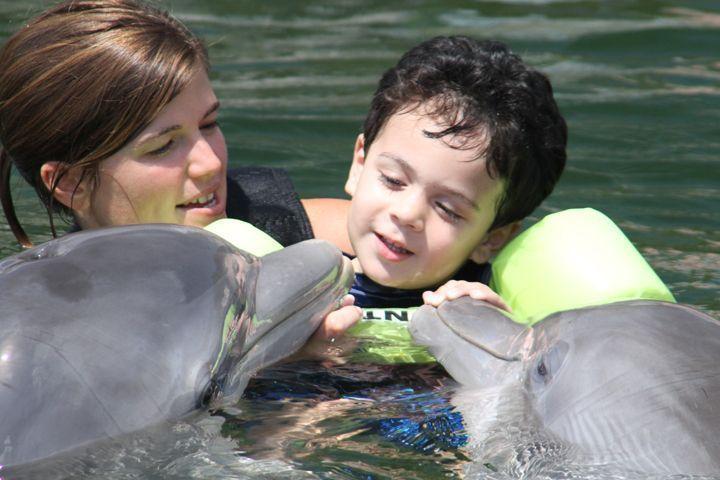 Δελφινοθεραπεία για παιδιά με ειδικές ανάγκες-Ποιες ομάδες ανθρώπων ωφελούν τα δελφίνια;
