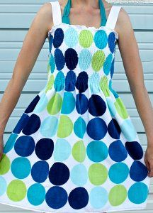 Say hello to sunshine! The Beach Towel Dress is a fantastic easy sewing project for welcoming warmer weather.