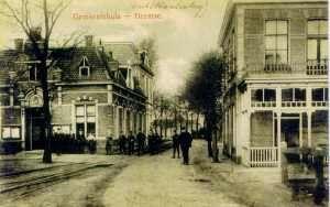 Het oude gemeentehuis van de gemeente (Ambt) Hardenberg, begin twintigste eeuw (het tramstationskoffiehuis staat er nu nog)