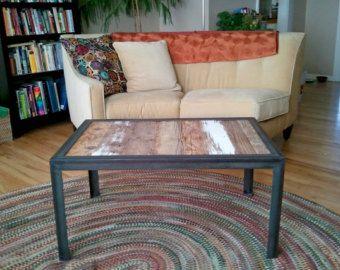 Tavolo  moderno con lastra di noce