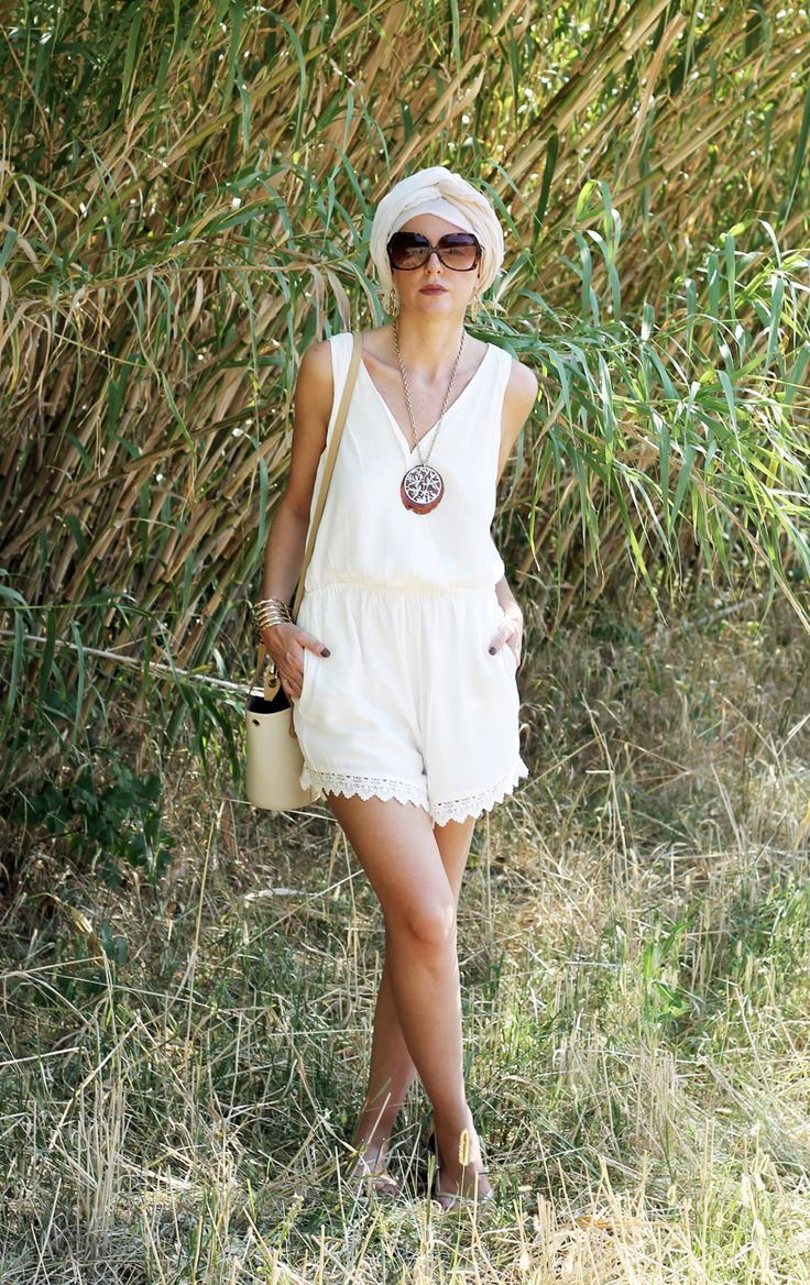 New #ootd with a white #jumpsuit and my @ripanibags  All the pics and links here http://amemipiacecosi.blogspot.it/2015/08/le-borse-ripani-uneccellenza-tutta-made.html  #ootd #moda #tuta #bags #borse #borsa #bag #turban #model #fashionblogger #bestfashionblogger #girl #sunnies #summerlook #summetootd #wiw #summer #summertime