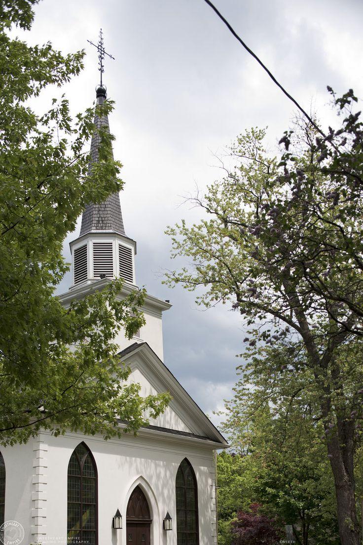St. Andrew's Church in downtown Oakville. Oakville wedding photographer #sweetheartempirephotography