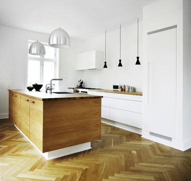 En blok af eg - køkken - www.koekkenskaberne.dk