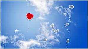 Ballonnen de lucht in laten vliegen. Een mooie gedachte tijdens de afscheidsdienst, zeker als er kinderen afscheid nemen.