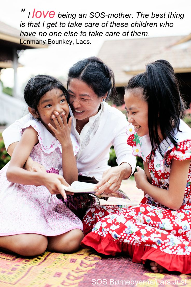 Lenmany Bounket har været SOS-mor i børnebyen i Luang Prabang, Laos i 12 år.  #familie #mor #SOSmor