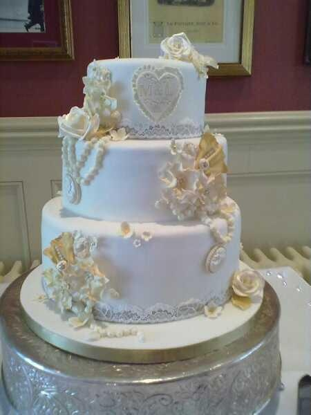 Vintage wedding cake by Dazzlelicious Cakes