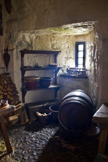 Weinkeller des Hauses Forrester - derzeitig von den Männern der positionierten Whitehill Garde eingenommen.