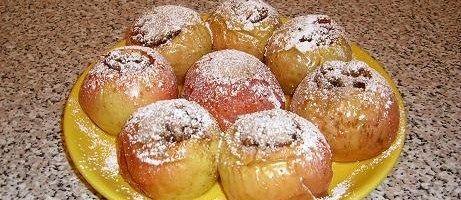 Запеченные яблоки с орехами, изюмом, медом и корицей рецепт с фото