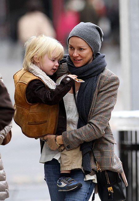 Наоми Уоттс и Лив Шрайбер с детьми - Александром и Сэмюэлем