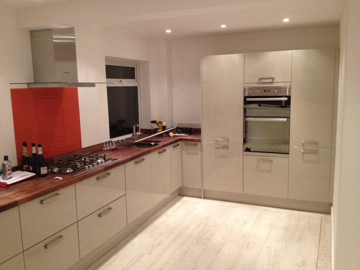 Our Howdens grey gloss kitchen with American black walnut worktops and Colonia white oak floor