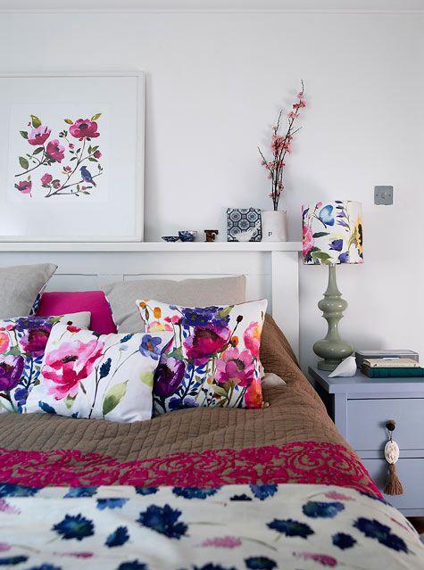 Bright floral teen girl bedroom design idea