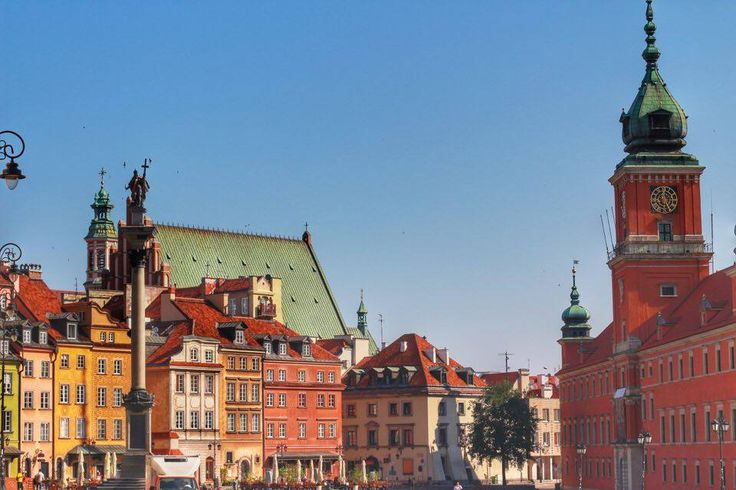 One of our favorite places in Warsaw is the Castle Square, facing the Royal Castle on one side, the Sigismund Column on the other and all the colorful buildings all around the square! The heart of the city is here, as everyone's meeting point is Castle Square. Actually, this is the best point to start your trip in Warsaw :)