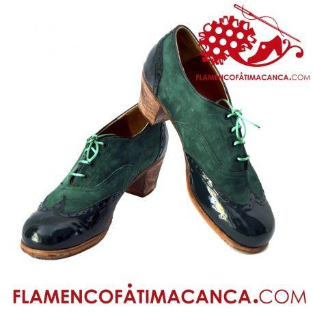 Modelo Chapín Americano Calzado flamenco de línea nueva partido en 4, con picados estilo americano en puntera, el medio, talonera y atadura con cordones.Pieles y forros de 1º calidad. Suela doble de cuero cosida. Doble cantidad de clavos en puntera y tacón puesto uno a uno con pulido final. Refuerzos en puntera y talón. Filis antideslizantes. El proceso de fabricación de los zapatos es de unos 15/20 días.