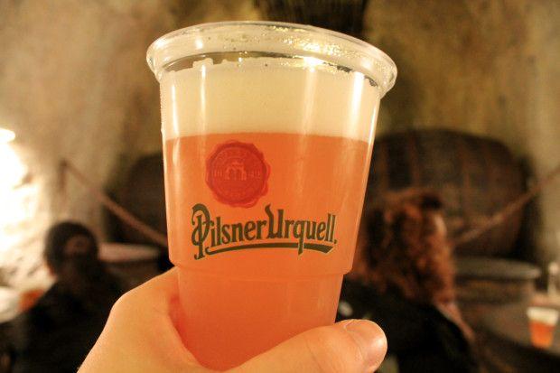 """Siete mai stati alla """"fonte"""" della birreria Pilsner Urquell a #Plzen in Repubblica Ceca vicino #Praga? Noi si e vi raccontiamo il nostro Tour! >> http://www.afuocolento.net/visita-al-birrificio-pilsner-urquell-a-plzen/  #afuocolento #beer #settimanadellabirra #italianbeerweek"""