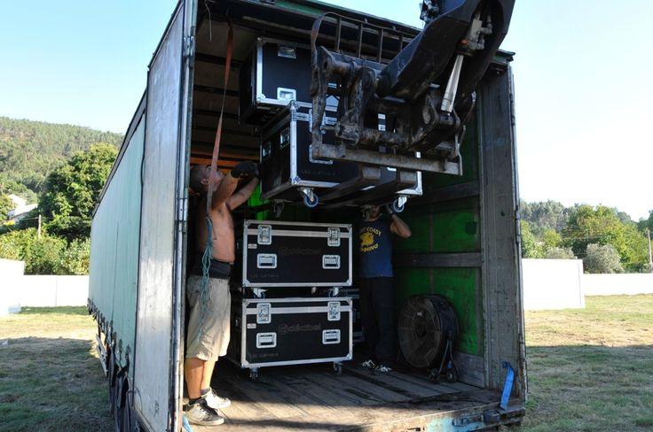 Últimos preparativos na montagem do Palco Principal :)  #montagem #palcoprincipal #recinto #festival #vilardemouros