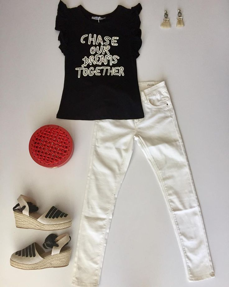 Black and White look  #ootd #thsirt #jeans #nuevacoleccion #casa22boutique #trendy #cool #accesorios #clutch #espadrilles