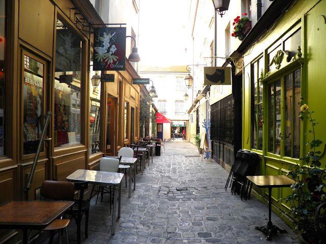 Parisian touch: Le passage Molière