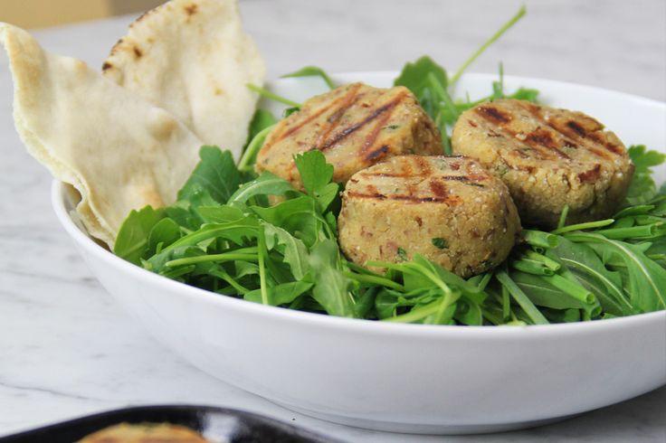 Le polpette sono sempre una garanzia. Portano felicità in tavola soprattutto agli amici vegetariani. Ecco qui la tua prossima rietta da cucinare.