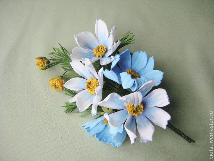 """Купить """"Голубая космея"""". Букетик-брошь из фоамирана - голубой, голубые цветы, цветы из фоамирана"""