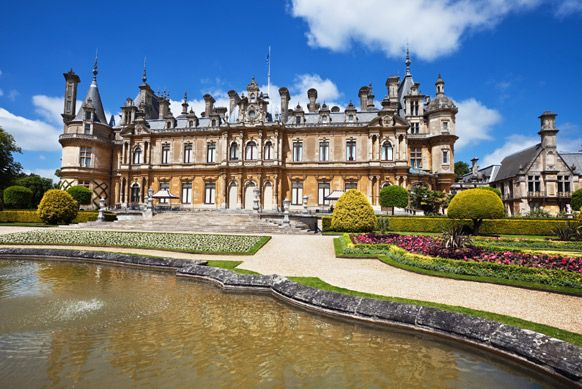 Les 15 plus beaux châteaux du monde - Châtelaine -Palais de Buckingham, Angleterre  Ancien grand hôtel, puis manoir privé, le bâtiment est transformé en palais, au début du XIXe siècle, sous le règne de George IV. Le roi meurt toutefois avant la fin des travaux, et la reine Victoria sera la première souveraine à y élire domicile, en 1837. À partir de ce moment, le palais de Buckingham devient l'une des résidences officielles des membres de la monarchie britannique, qui profitent de ses 775…