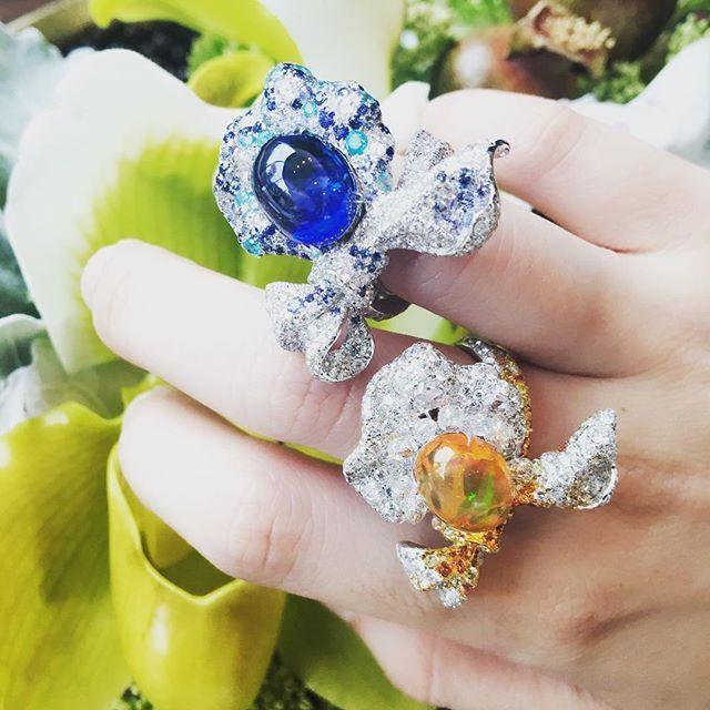 Anna Hu Pétale d'amour rings.