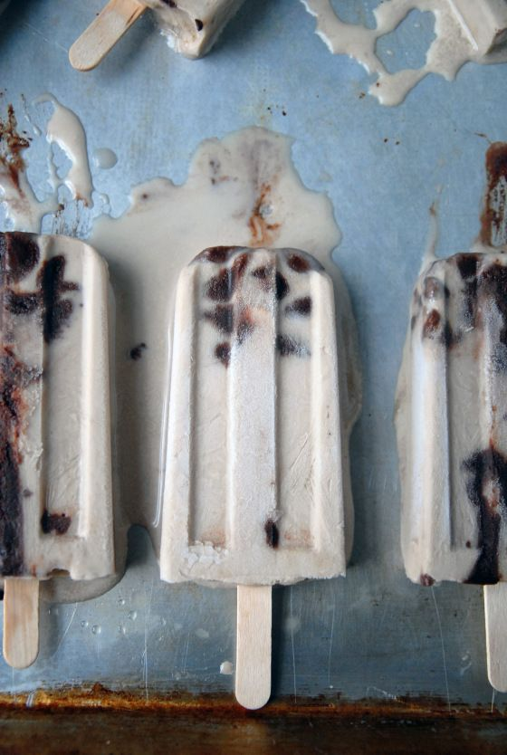 Baileys Irish Creme Fudgesicles made with almond milk. Yummo! We suggest using Unsweetened Almond Breeze. #almondbreeze #almondmilk #popsicles