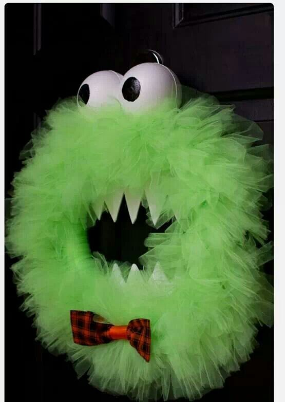Monster wreath.. could b made into cute puppet