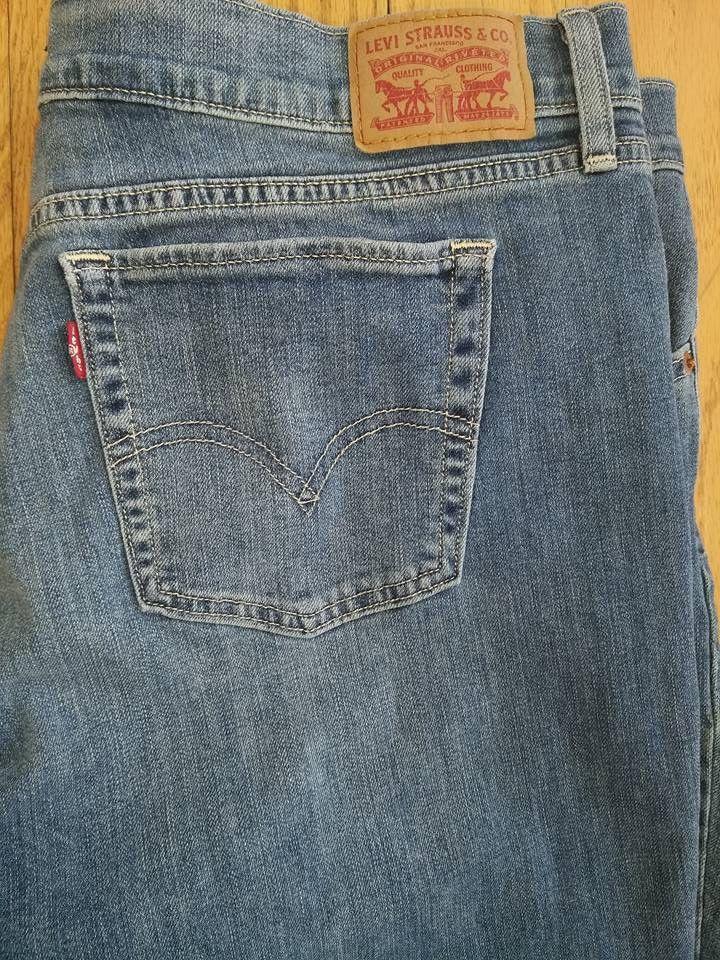 89e3cf6cdc6 Levi s Womens 414 Relaxed Straight Leg Blue Jeans Size 33 EUC inseam 32   Levis  StraightLeg