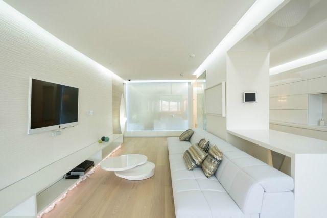 weißes wohnzimmer mit indirekter LED beleuchtung an der decke - fachwerk wohnzimmer modern