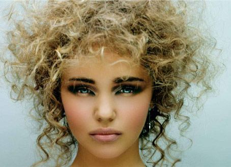 Lovely hair AND makeup. This girl is beautiful.