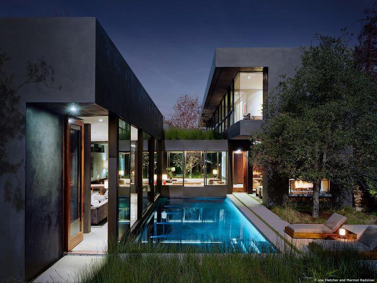 #ViennaWayResidence #modern #midcentury #exterior #outside #outdoors #landscape #structure #geometry #lighting #pool #green #Venice #California #MarmolRadziner