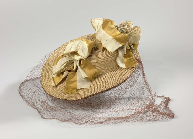 Hat or canotier, band of straw with white and ocher yellow striped grosgrain ribbon and fabric corsage of pink and lilac buds, Klaas Booy, before 1891