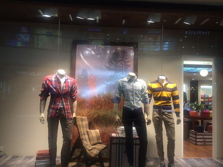 Gant: corner window display,autumn winter collection,semi-realistic, stripes and check theme