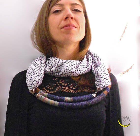 Foulard misto seta  Collana rigida tubolare con foulard