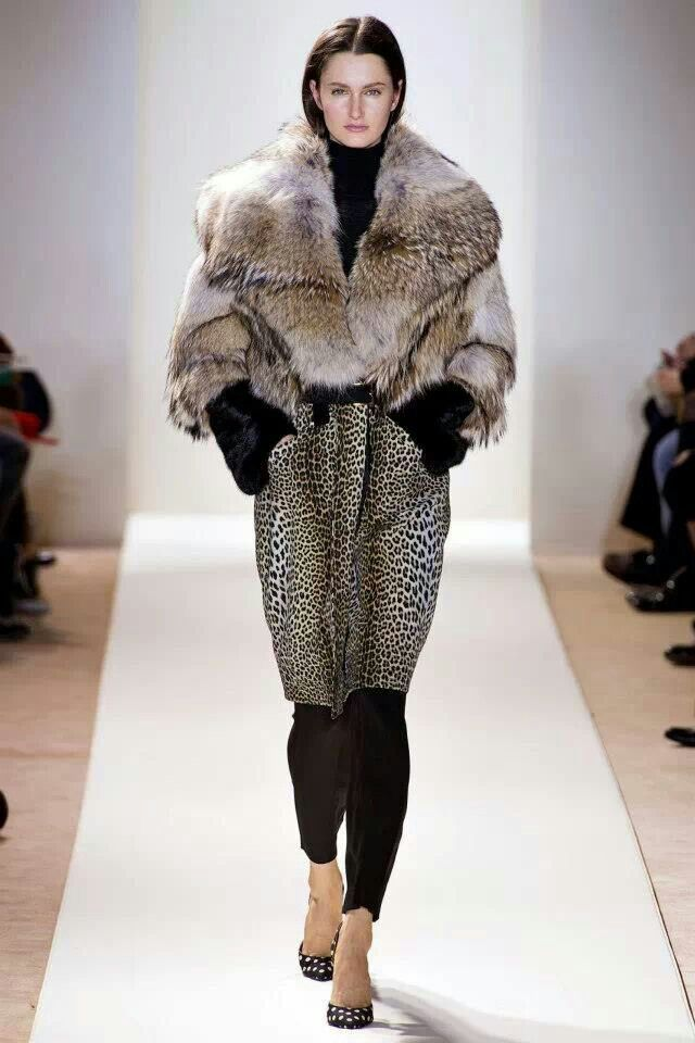 1000 images about runway models on pinterest runway for Runway fashion show video